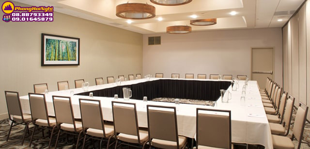 setup phòng họp kiểu hollow