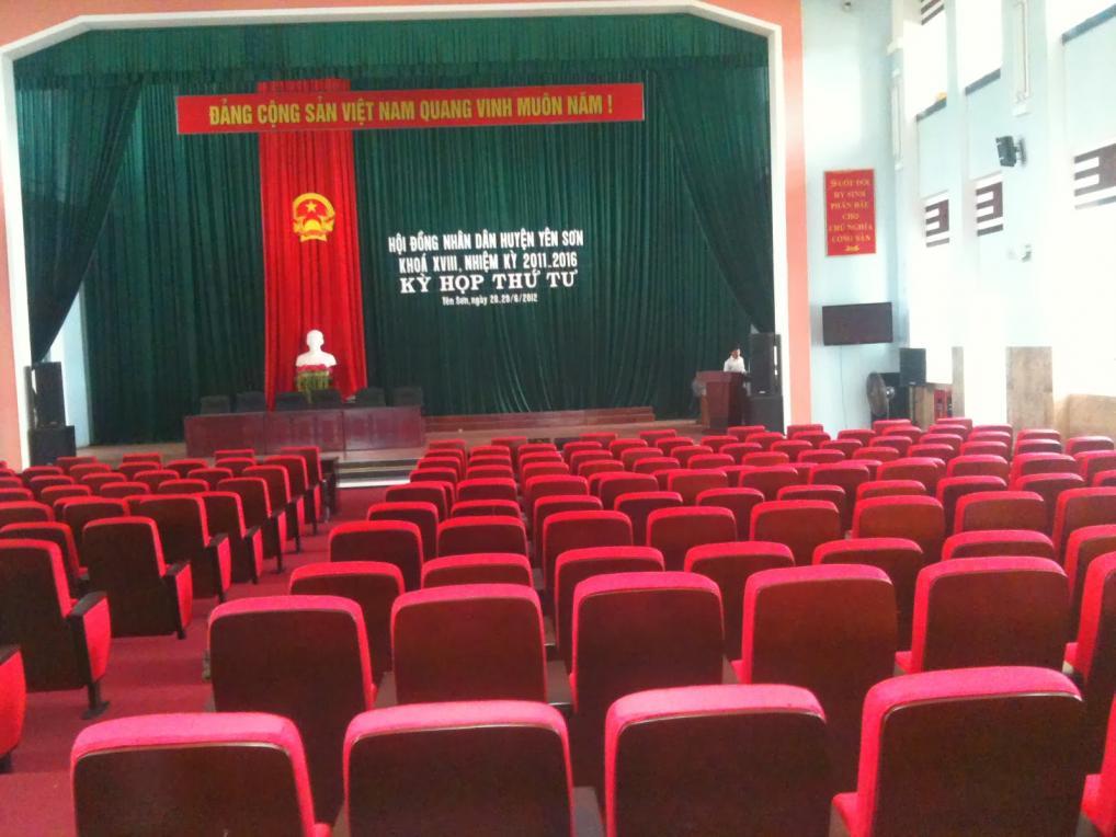 trang trí hội trường họp hội nghị