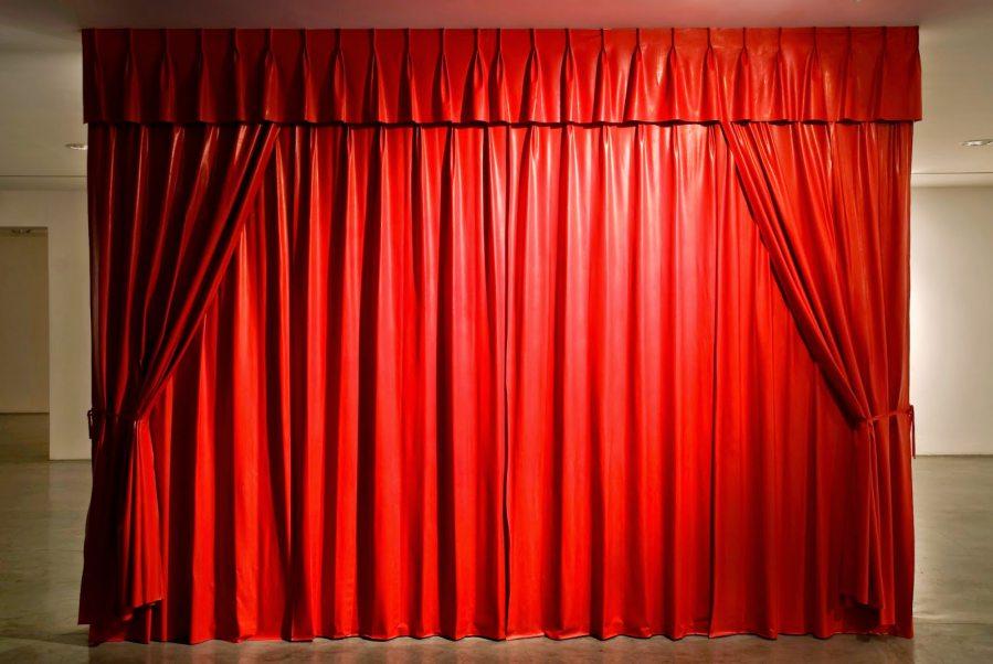 phông rèm hội trường đẹp phi bóng màu đỏ