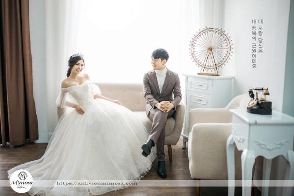 cách mặc váy cưới trễ vai